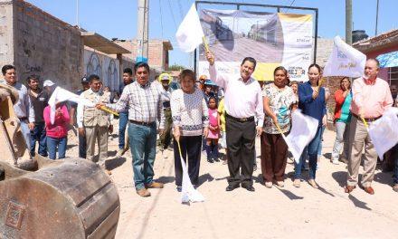 Trabajos de pavimentación en la colonia Bellas Lomas