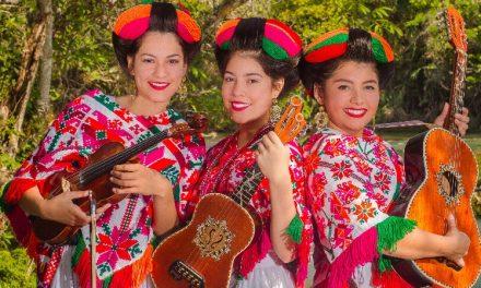 """Trio """"Las Alondras Huastecas"""" a Moscú"""