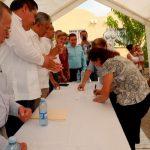 Proceso de firmas para la entrega de 137 escrituras