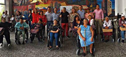 PRI entrega de sillas de ruedas a sector vulnerable