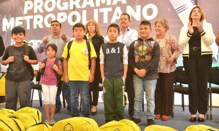RGJ entrega de más de 2 mil paquetes escolares