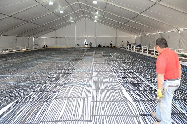 Inició los trabajos de instalación de la pista de hielo