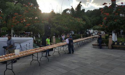 Corte de la Mega Rosca de Reyes en Rioverde