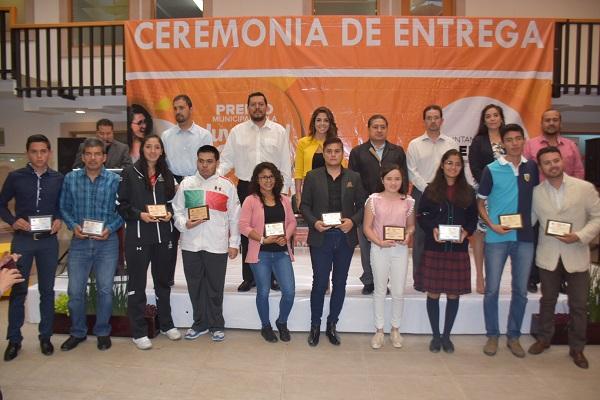 Entregan Premio Municipal de la Juventud 2018