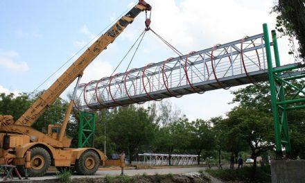 Colocación del Puente Peatonal Universidad