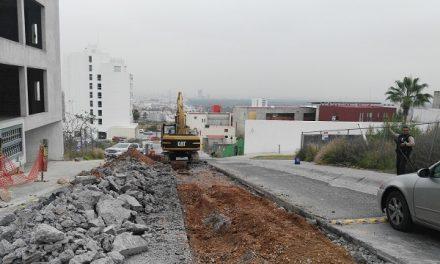 Drenaje sanitario en Av, Palmira: INTERAPAS
