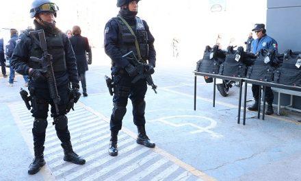 Equipo a policías municipales de la capital