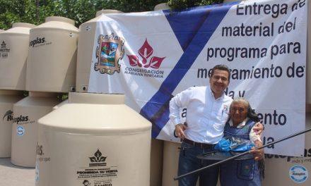 Entrega de tinacos subsidiados a El Jabalí