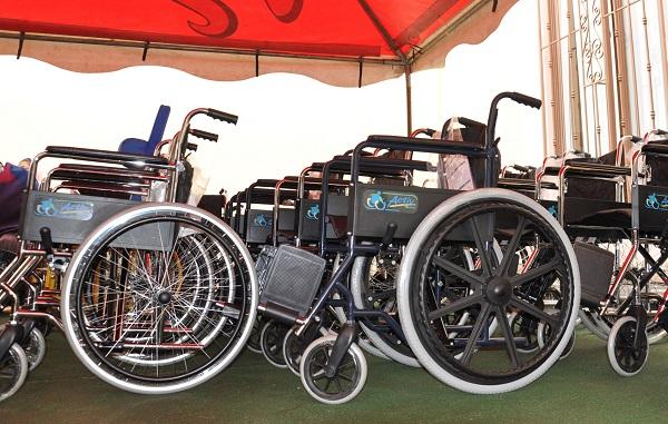 DIF Municipal entrega más sillas de ruedas