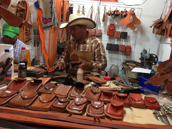 Invitan a visitar pabellón artesanal de FENAPO