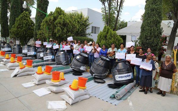 Entrega Dif Estatal apoyos en Matehuala