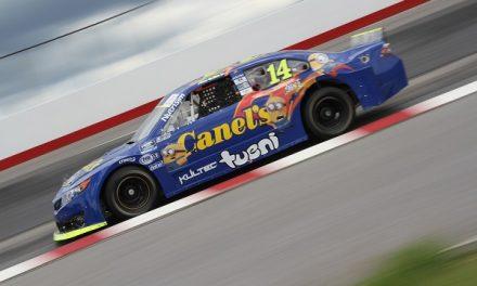 Alex De Alba Jr. ante su afición en NASCAR