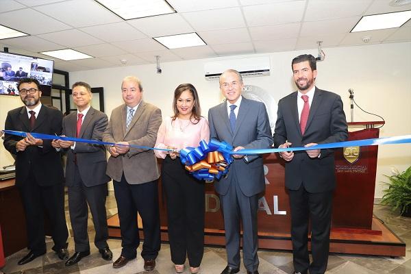 Inauguran dos salas de oral mercantil