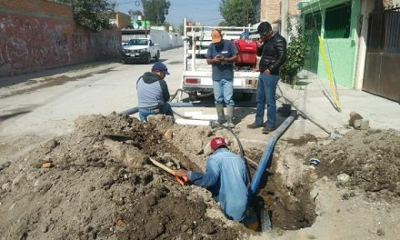 INTERAPAS repara tubería sanitaria
