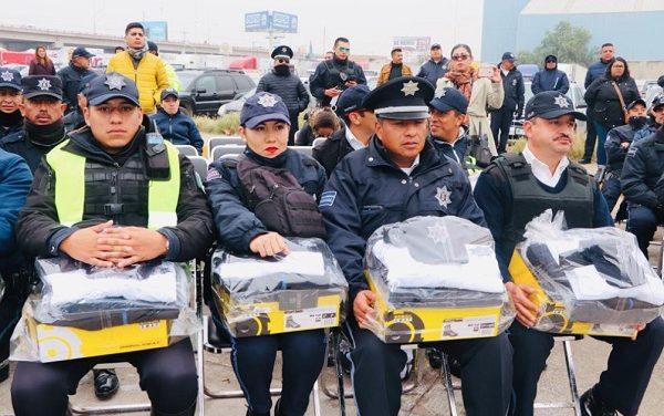 Entregan uniformes y vehículos a SPM