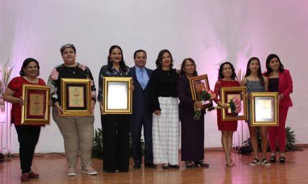 "Presea ""Mujer Rioverdense del Año 2020"""