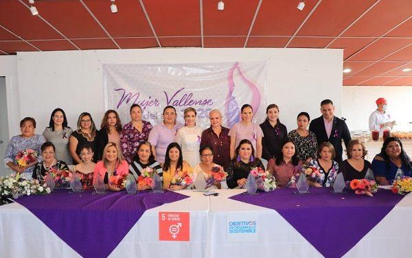 """Entregan premios """"Mujer Vallense del año 2020"""""""