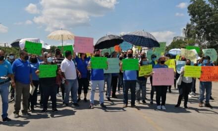 Se manifiestan trabajadores de CECyTE por quiebra técnica